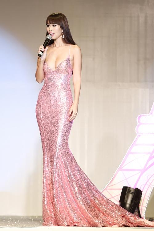 Sau kết hôn, siêu mẫu Hà Anh vẫn sexy không ngừng nghỉ-6