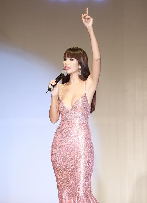 Sau kết hôn, siêu mẫu Hà Anh vẫn sexy không ngừng nghỉ-7