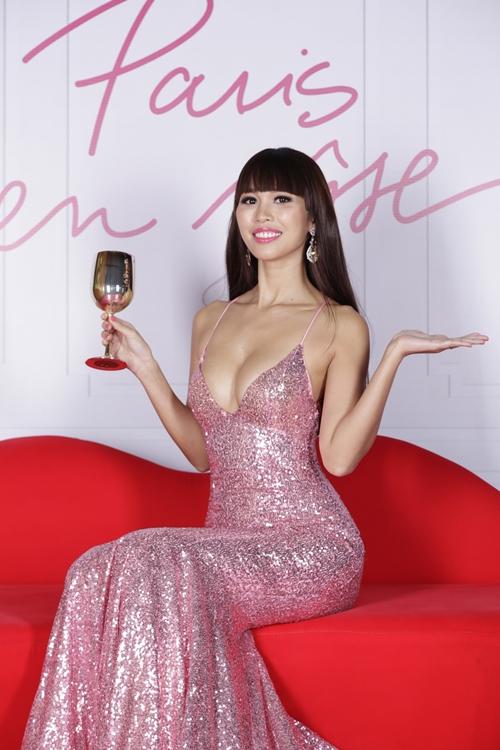 Sau kết hôn, siêu mẫu Hà Anh vẫn sexy không ngừng nghỉ-2