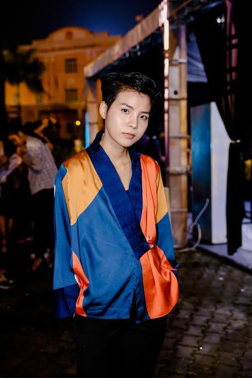 Tóc Tiên mặc đồ ngủ, Hoàng Thuỳ diện mốt giấu quần tập chương trình-8
