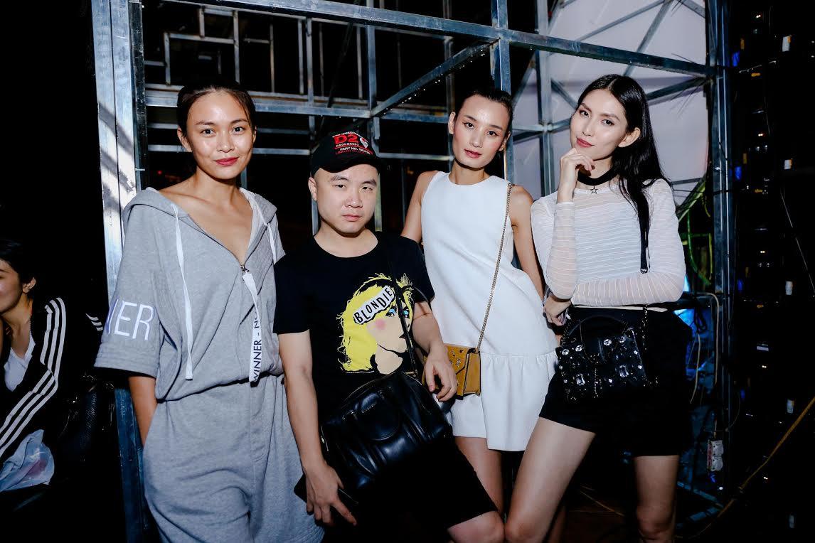 Tóc Tiên mặc đồ ngủ, Hoàng Thuỳ diện mốt giấu quần tập chương trình-7
