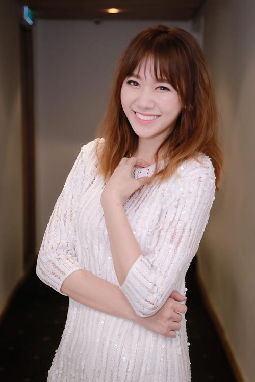 Trước ngày cưới Trấn Thành, Hari Won vẫn tất bật chạy show-1