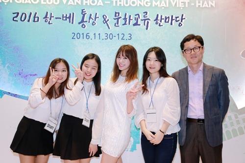 Trước ngày cưới Trấn Thành, Hari Won vẫn tất bật chạy show-10