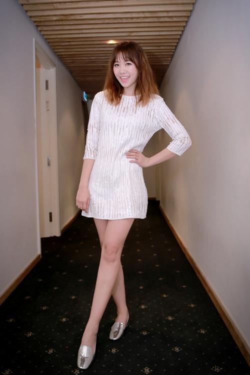 Trước ngày cưới Trấn Thành, Hari Won vẫn tất bật chạy show-2