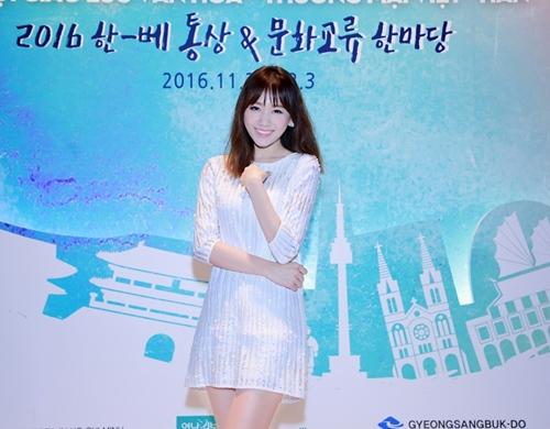 Trước ngày cưới Trấn Thành, Hari Won vẫn tất bật chạy show-4