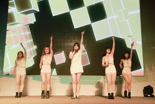 Trước ngày cưới Trấn Thành, Hari Won vẫn tất bật chạy show-6