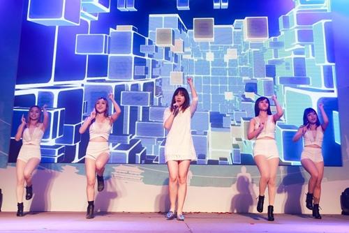 Trước ngày cưới Trấn Thành, Hari Won vẫn tất bật chạy show-7