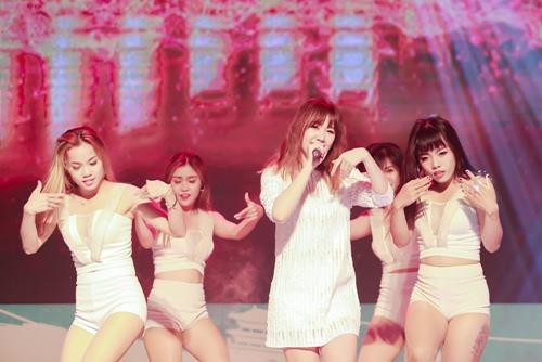 Trước ngày cưới Trấn Thành, Hari Won vẫn tất bật chạy show-9