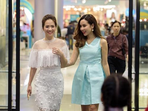 """hai """"ba me bim sua"""" luu huong giang - dan le vui ve hoi ngo tai su kien - 1"""