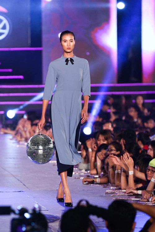 kelly bui, do manh cuong mang sac hong ngot ngao len san catwalk dai 200m - 10