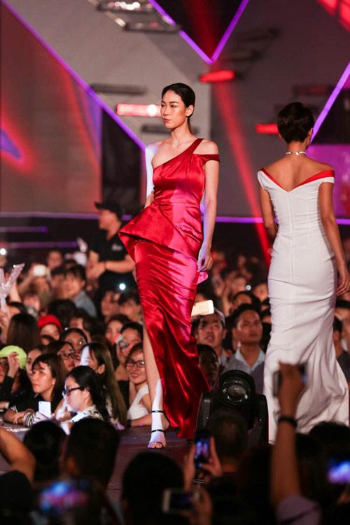 kelly bui, do manh cuong mang sac hong ngot ngao len san catwalk dai 200m - 4