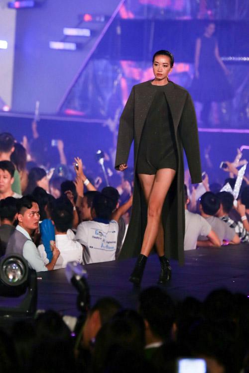 kelly bui, do manh cuong mang sac hong ngot ngao len san catwalk dai 200m - 7