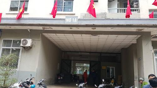 """nguyen nhan nao khien be gai 11 tuoi bi me """"giam long"""" trong nha, khong cho di hoc? - 2"""