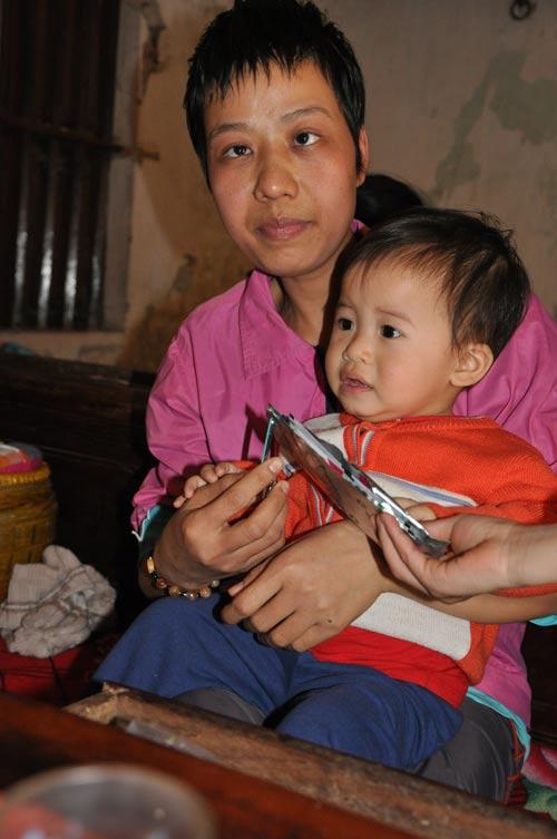 neu ban met moi voi con cai, nhin nguoi me nay de thay khao khat duoc cham con lon nhuong nao - 8