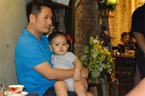 khanh thi muon con trai hoc hat bang kieu - 2