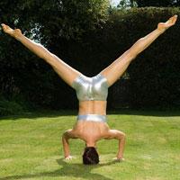 Video: Tập yoga cho đôi chân dẻo dai