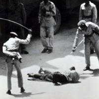 Đập đầu hiệu trưởng, nữ sinh bị đánh đòn