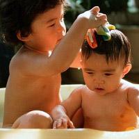 Cách tắm an toàn nhất cho bé