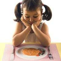 Vì sao điều trị cho trẻ biếng ăn khó?