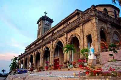 Ngoạn cảnh nhà thờ đá tại Nha Trang - 1