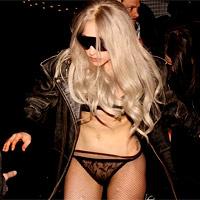 Lady Gaga không mặc quần vì… bà