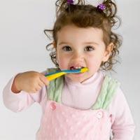 Dạy bé rửa tay, đánh răng