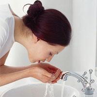 Bị mụn nên rửa mặt như thế nào?