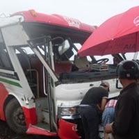 Tai nạn xe khách nghiêm trọng tại Nghệ An