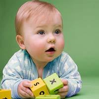 Phát triển trí não cho bé 8 tháng tuổi