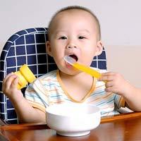 Bé 1 tuổi ăn thế nào mới đủ?