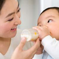 5 nguyên tắc khi cho bé bú bình