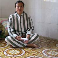 Lã Thị Kim Oanh - Cố thu mình để khâu kín vết thương