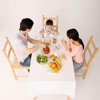 Chuẩn bị bữa ăn sáng cho trẻ