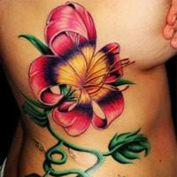 Gợi cảm với hình xăm bông hoa