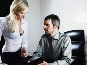 """Chuyện tình yêu - Tại sao đàn ông thích nhìn """"vòng 1"""" phụ nữ?"""