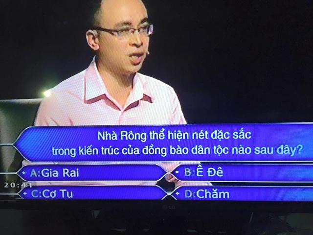 MC Lại Văn Sâm và Ai là triệu phú lại gây tranh cãi vì câu hỏi về nhà Rông
