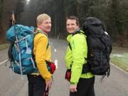 Tin tức - Hai ông Tây đi bộ 7.000km, quyên góp tiền cho trẻ em VN