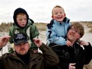 Tin tức - Hạnh phúc của một gia đình có con sinh đôi khác cha