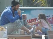 Giải trí - Beckham thảnh thơi đút đồ ăn cho Harper