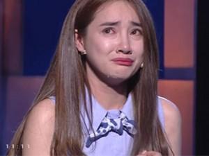 Nhã Phương bật khóc khi nhắc đến chị gái
