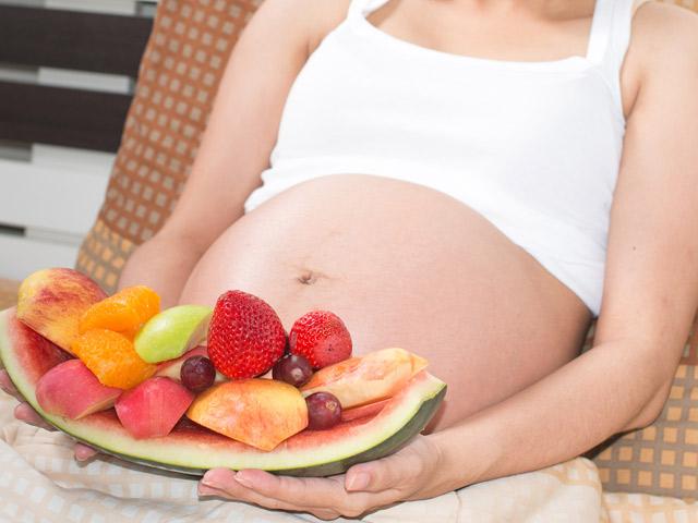 Mang thai tháng thứ 1: Nên và không nên ăn gì?