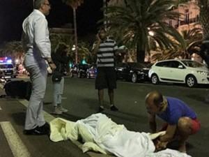 Nhân chứng vụ khủng bố ở Pháp: 'Tôi thấy nạn nhân bay lên như các chai bowling bị trúng bóng'