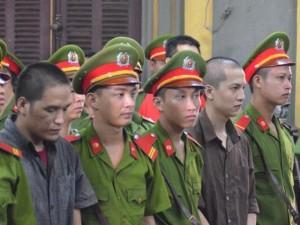 Tin tức 24h nổi bật: Vũ Văn Tiến đứng không vững khi tòa tuyên y án tử hình