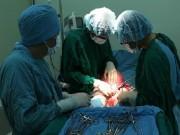 Người phụ nữ được truyền 2 lít máu, phẫu thuật u xơ tử cung nặng 3,5 kg