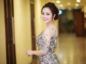 MC Thùy Linh lộng lẫy trong đêm nhạc của 4 diva