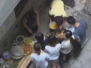 Bà chủ nhà trọ tốt bụng nấu ăn miễn phí cho hàng chục sinh viên