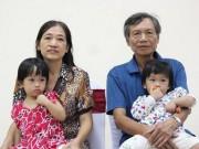Sau 7 năm kết hôn, nữ bác sĩ hạnh phúc đón con chào đời ở tuổi 53