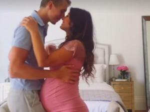 Video: Cặp đôi vẫn ngọt ngào khiêu vũ dù vợ đang mang thai