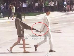 Lee Min Ho hành động không ai hiểu nổi khi dạo phố cùng Jeon Ji Hyun