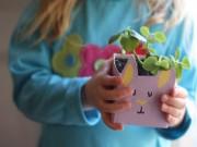 Nhà đẹp - Bé thích thú trồng cây trong hộp sữa tai thỏ ngộ nghĩnh